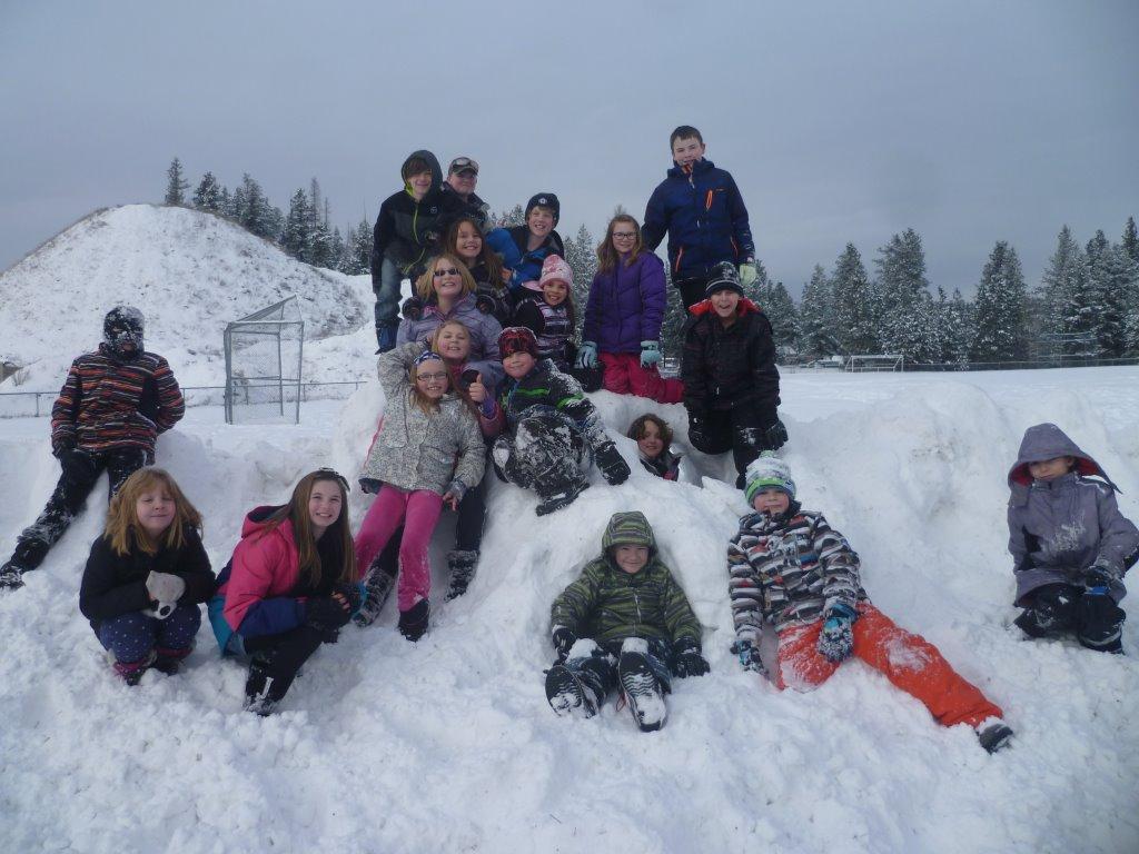 Pinewood Elementary Students Enjoying the Snow!